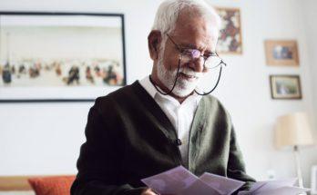 A man wearing Varifocal glass
